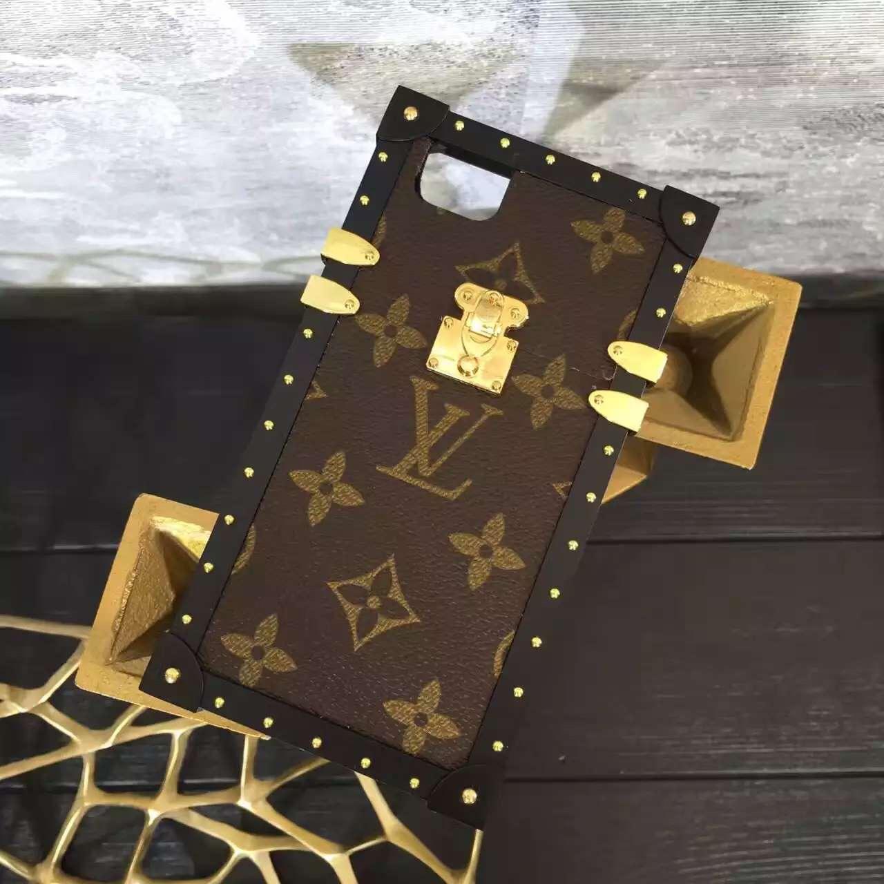 2017 Louis Vuitton Petite Malle iPhone 7/6 Case Gold
