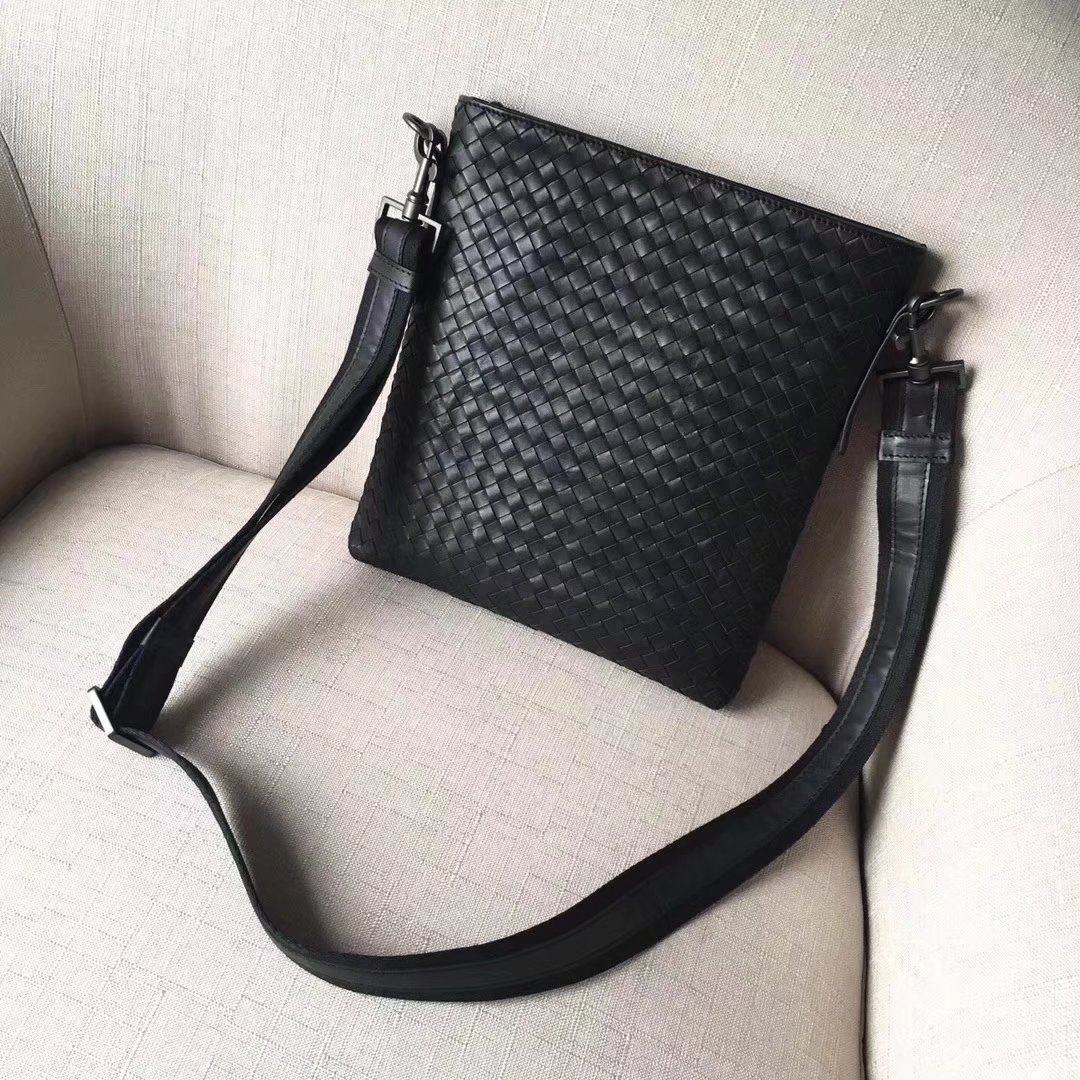 Bottega Veneta Nero Intrecciato Large Men Messenger Bag