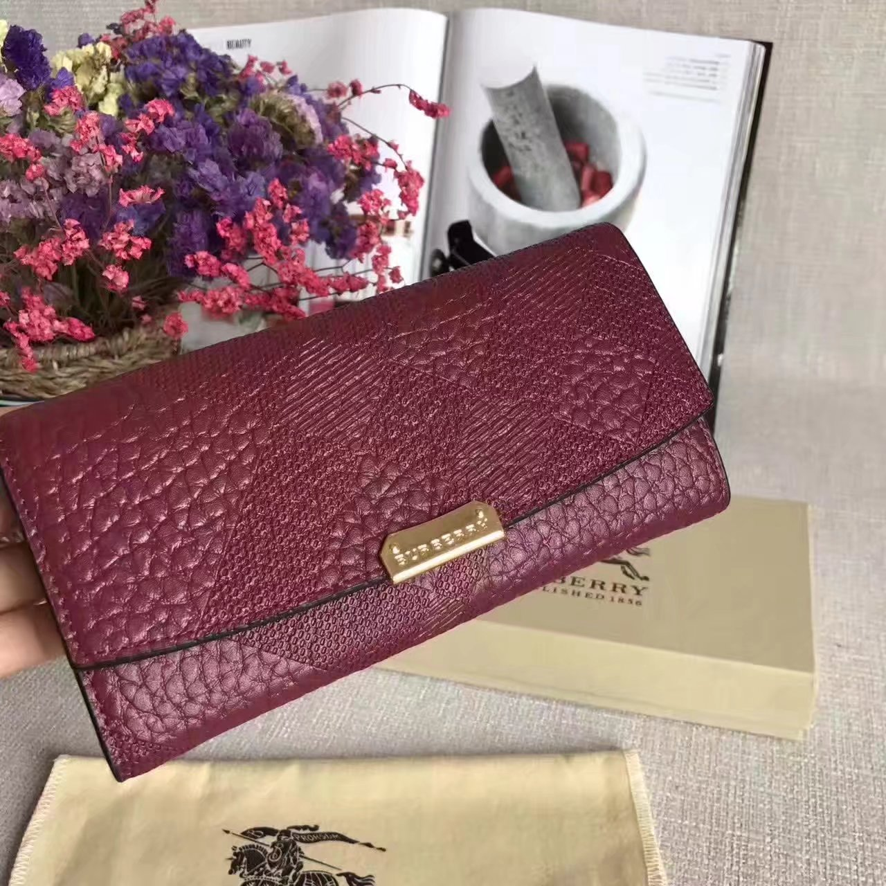 Burberry Leather Wallet with Chain Burgundy