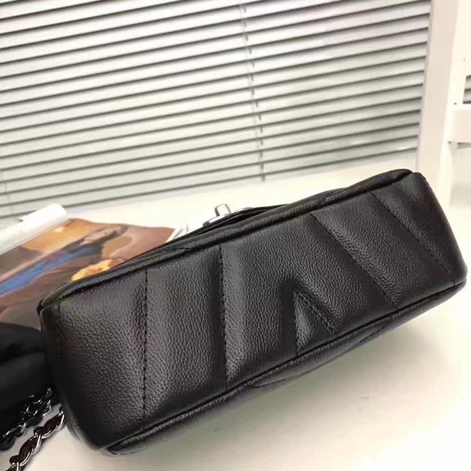 Chanel 2017 Lambskin Chian Flap Bag Black