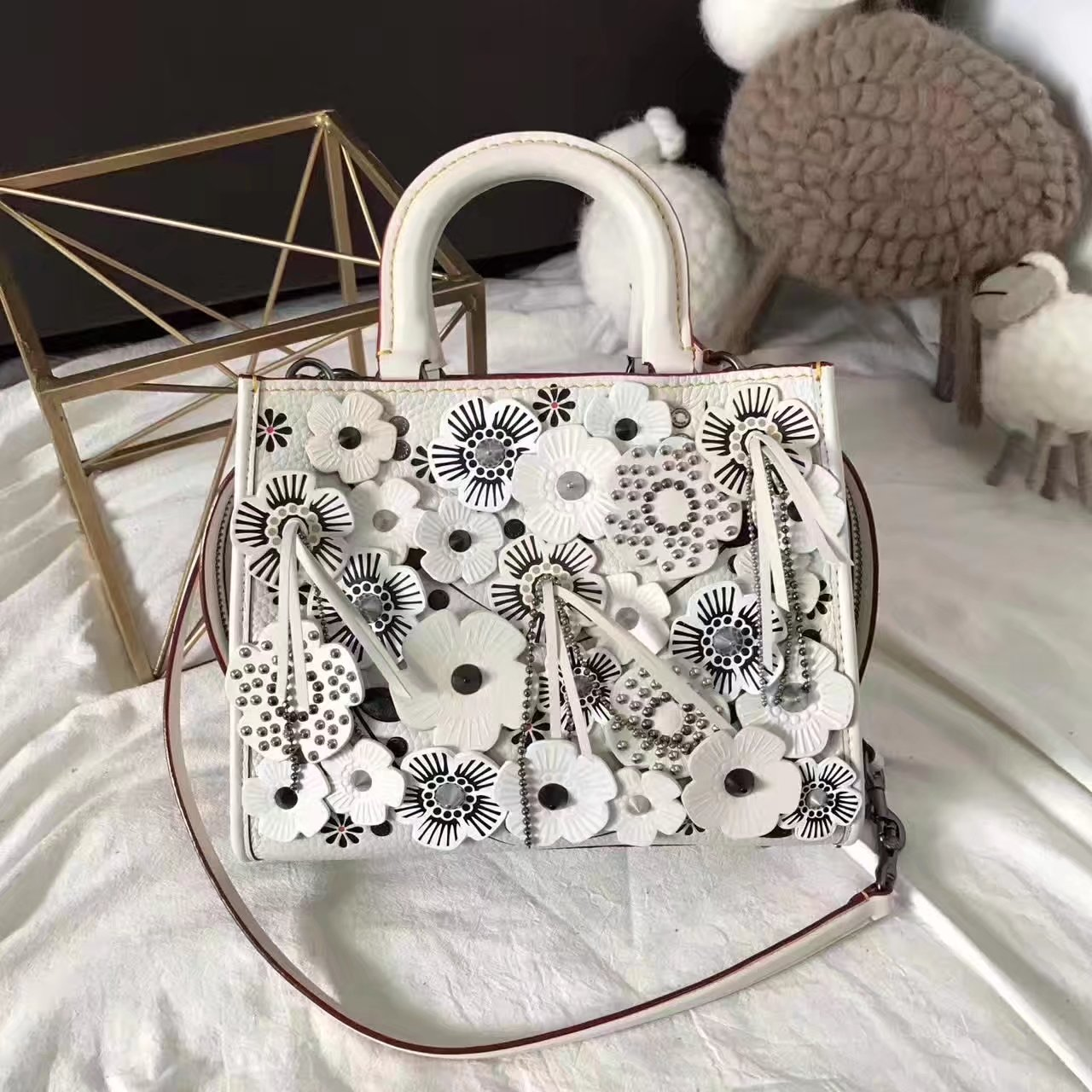 Coach 25 Rogue In Glovetanned White Leather Tote Bag With Exotic Tea Rose