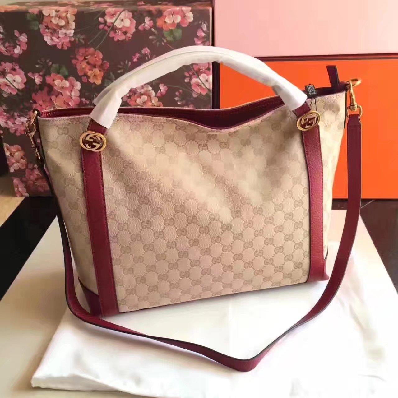 Gucci 323675 Women GG Supreme Handabag