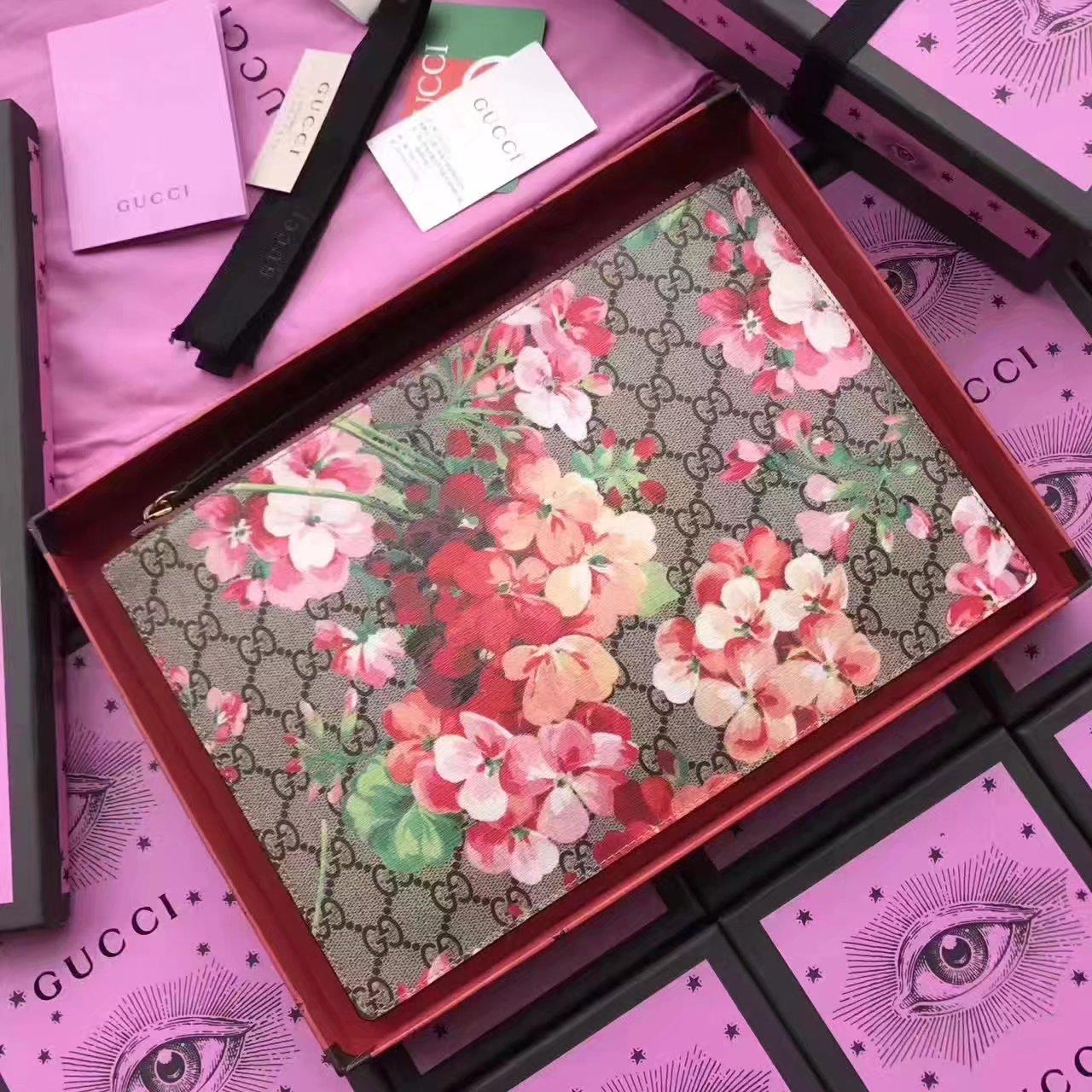 Gucci 473904 Blooms Print GG Supreme Men Pouch