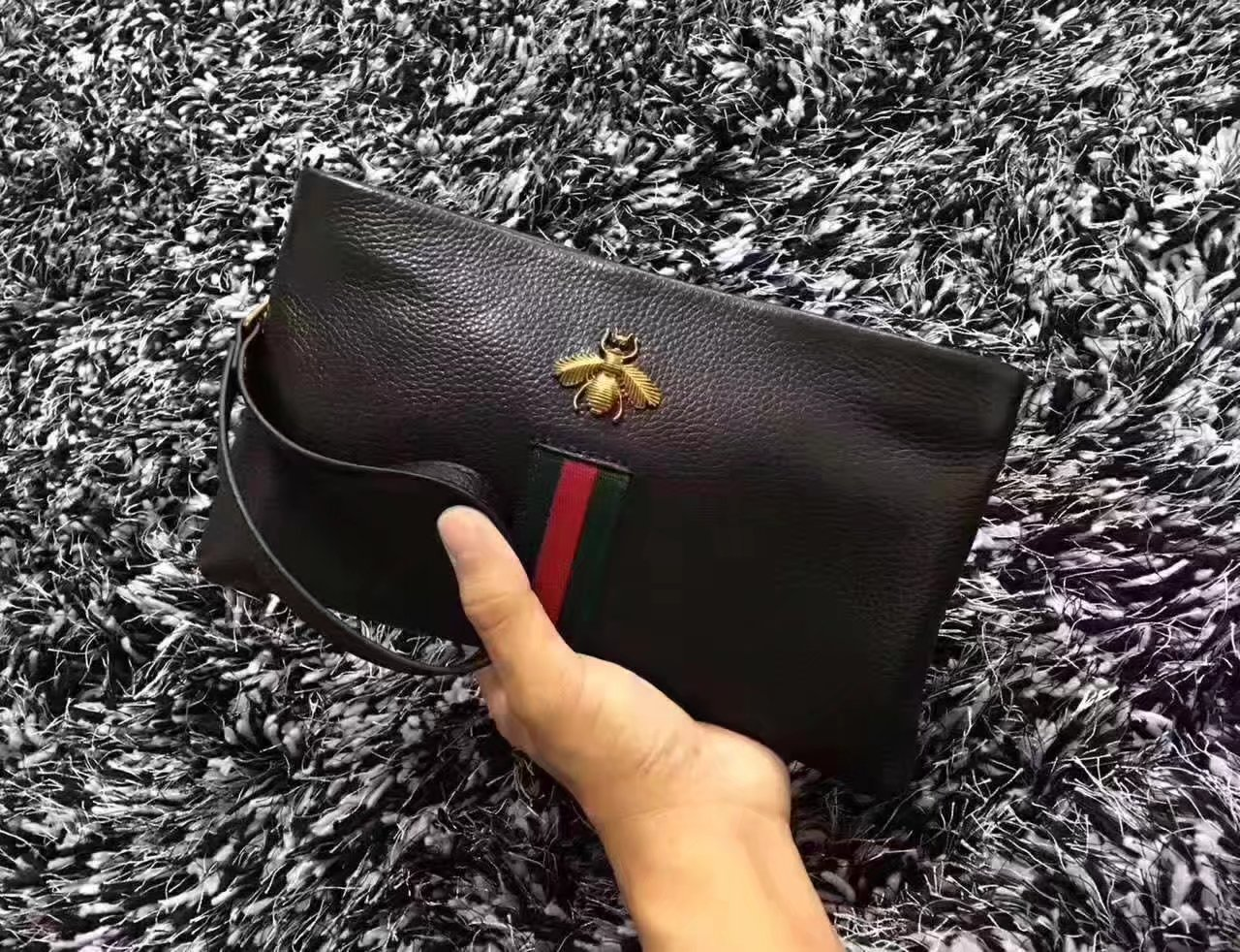 Gucci 6005 Men Leather Bee Clutch Bag Black