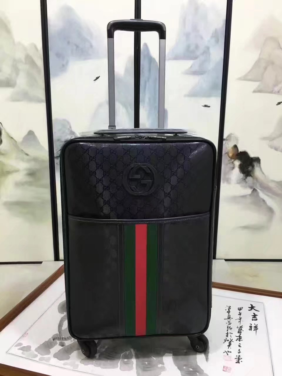 Gucci Luggage GG Supreme 20 inch Black