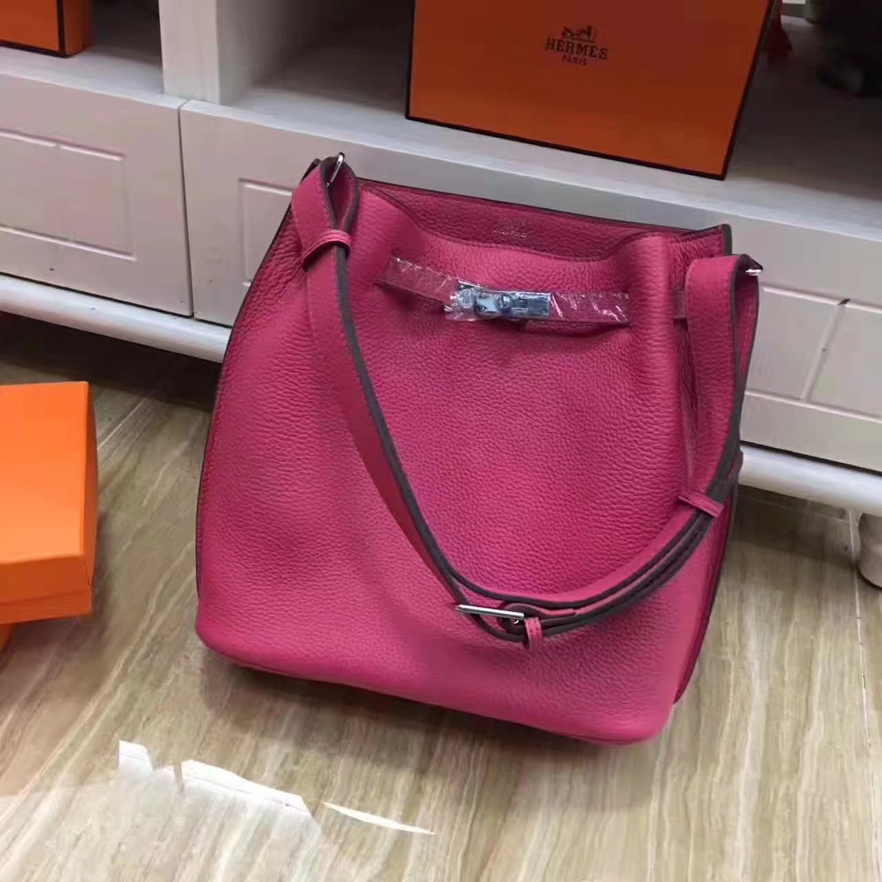 Hermes So Kelly 28cm Leather Shoulder Bag Peach With Silver