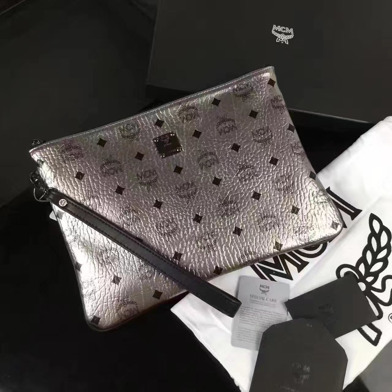 MCM Large Stark Pouch With Wristlet Silver