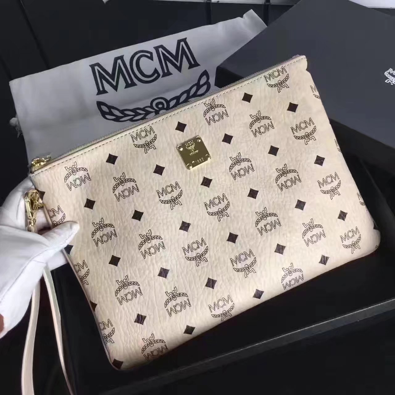 MCM Large Stark Pouch With Wristlet White