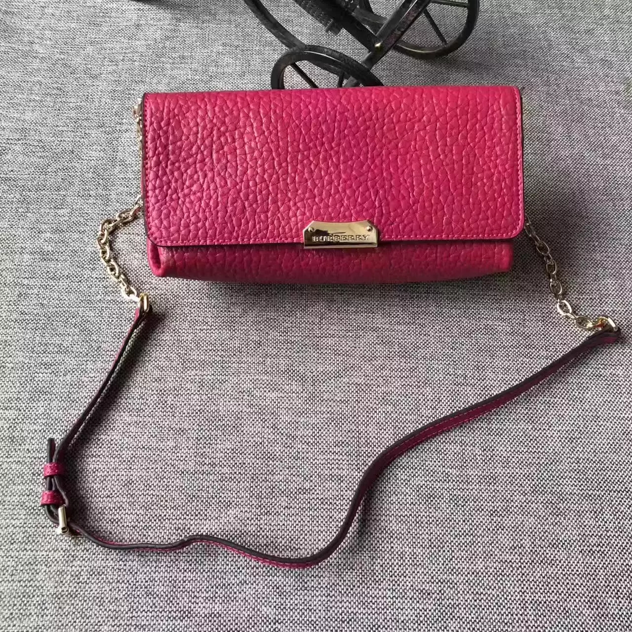 Original Burberry Signature Grain Leather Mini Crossbody Clutch Bags Pink
