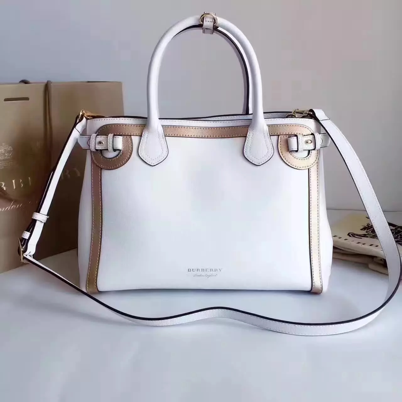 Top Quality Burberry The Banner Medium Leather Signature Bags White